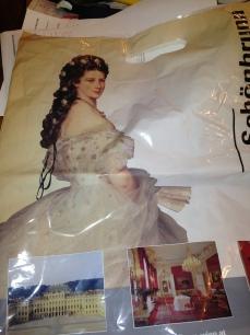 תמונתה של סיסי על אחת השקיות